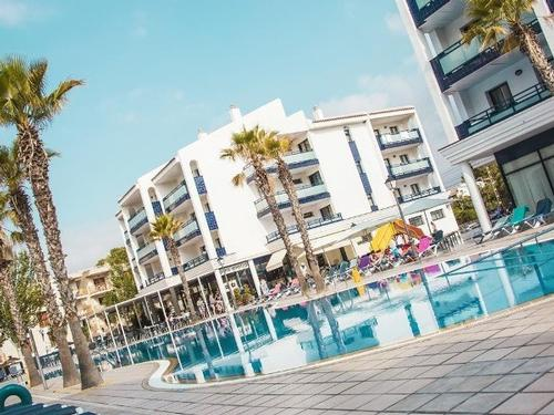 Apartamentos Pins Platja Salou - 7 nights  € 3362
