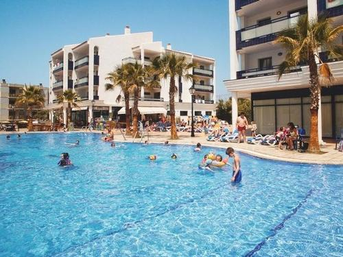 Apartamentos Pins Platja Salou  7 nights  €2590