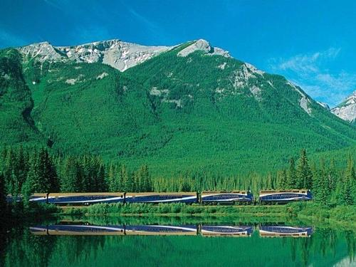 Mullingar Travel - Canada's Rocky Mountaineer Train